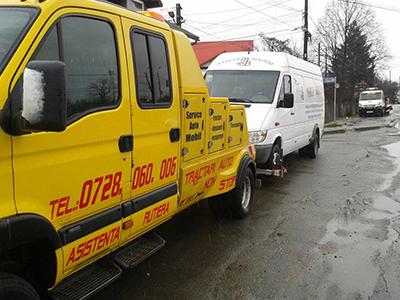 Tractari auto cu platforma pentru microbuze/minivanuri